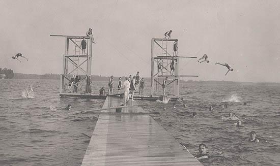 Maxinkuckee-divers